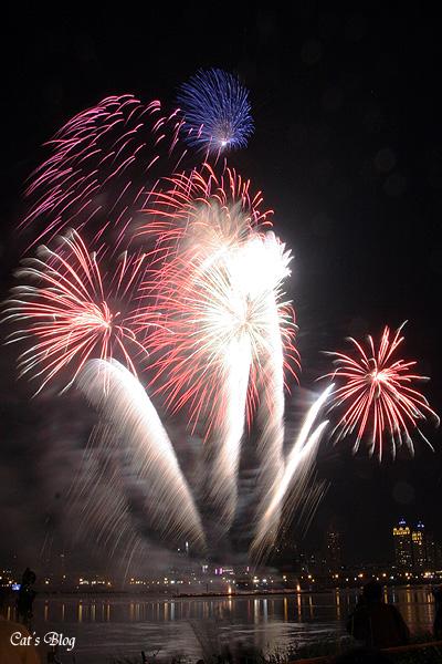 http://www.cattravel.net/blogpix/fireworks06/f15.jpg